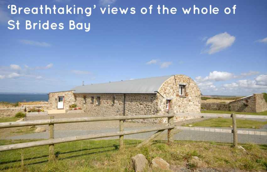 Marloes Sands restored holiday cottage with fabulous sea views - pets welcome
