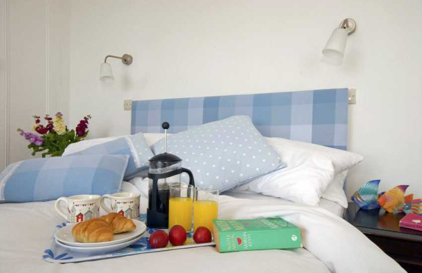 Holiday cottage Newquay, Cardiganshire - breakfast in bed