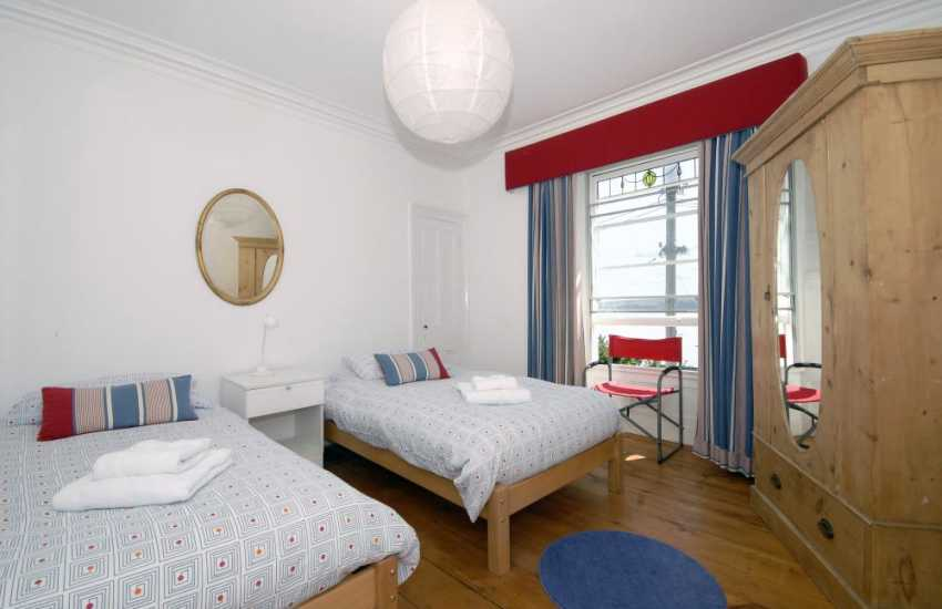 Holiday cottage New Quay sleeping 9 - twin bedroom with sea views