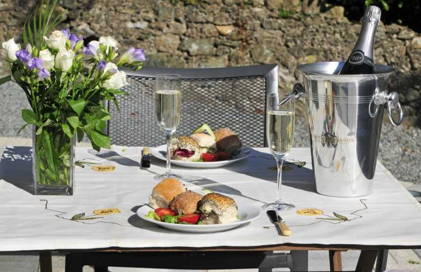 Holiday cottage Anglesey - patio