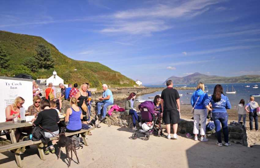 Walk to the Ty Coch pub on Porthdinllaen beach