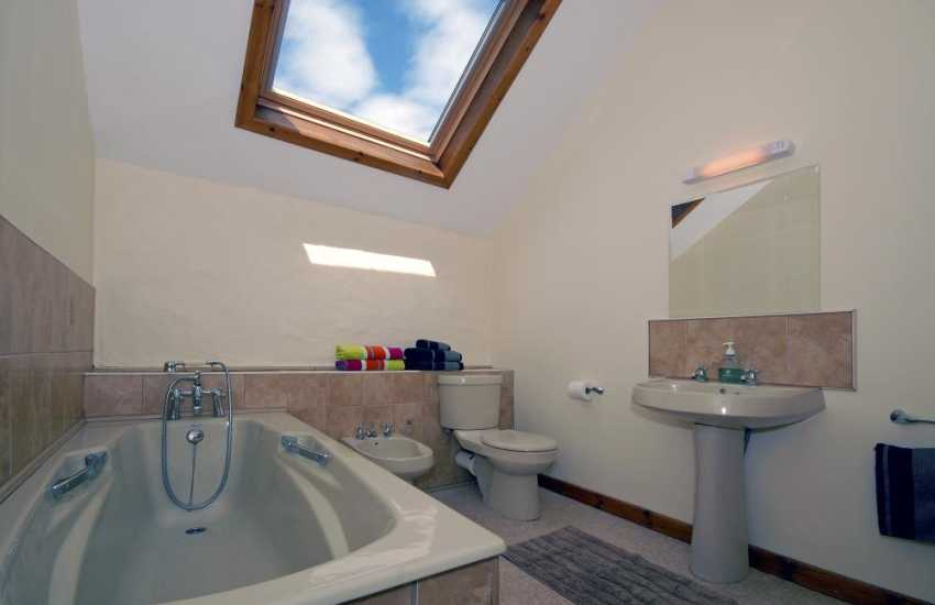 North Pembrokeshire holiday home - master en-suite bathroom
