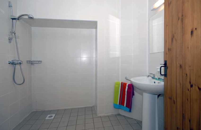 North Pembrokeshire holiday house - ground floor wet room