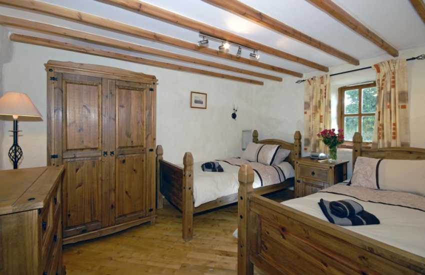 Pembrokeshire Coast holiday home sleeping 4 - ground floor twin