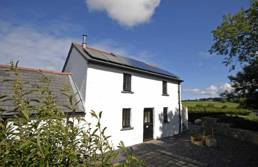 Peaceful Pembrokeshire holiday cottage - pets welcome