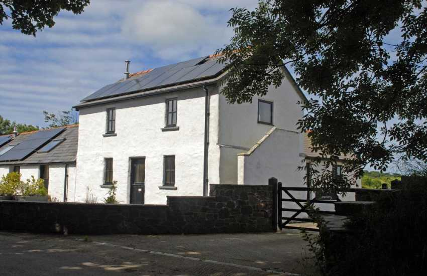 Dog friendly North Pembrokeshire holiday cottage with gardens