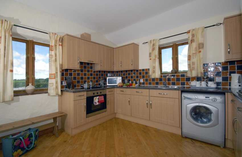 Self catering Pembrokeshire - modern fitted kitchen open plan kitchen/dining area