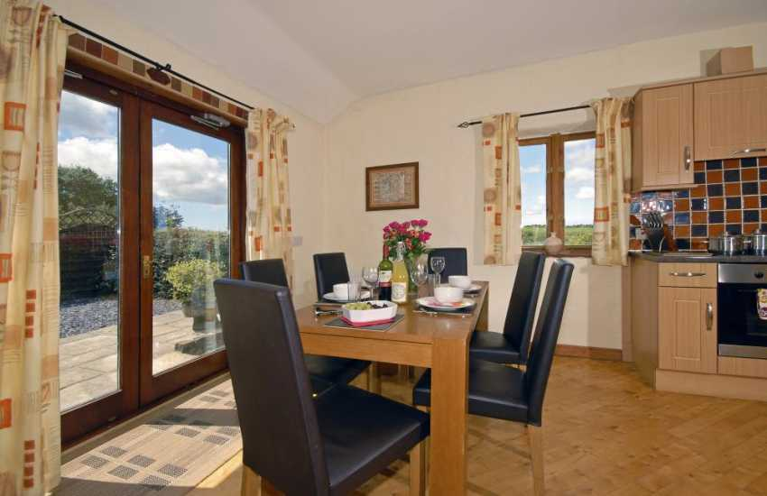 Pembrokeshire rural holiday cottage with spacious dining area