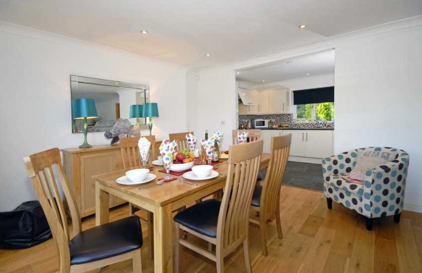 Milford Haven Waterway holiday home - open plan kitchen/dining area