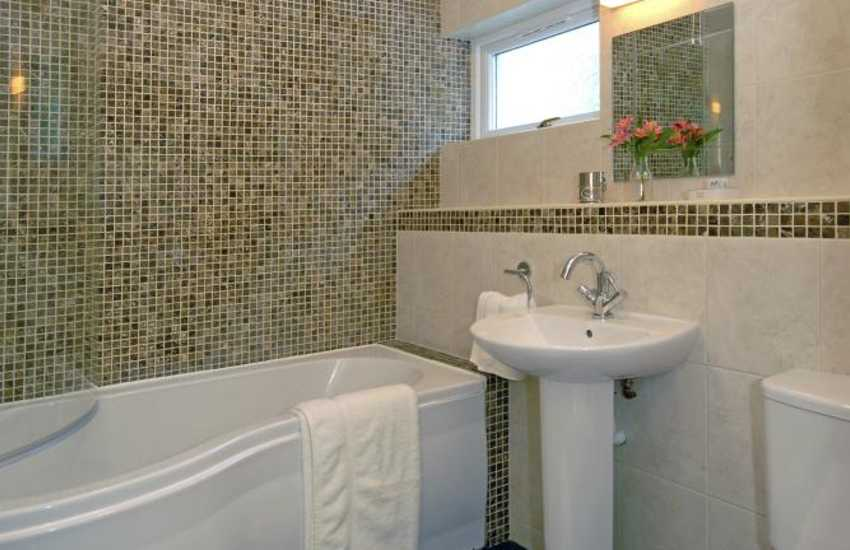 Pembrokeshire holiday cottage - luxury family bathroom