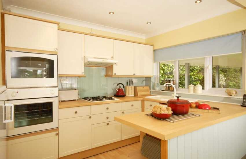 Self-catering holiday home in Newport, Pembrokeshire - kitchen area