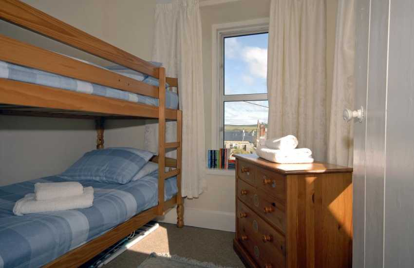 Carn Ingli Newport holiday cottage sleeps 4 - bunk bedroom