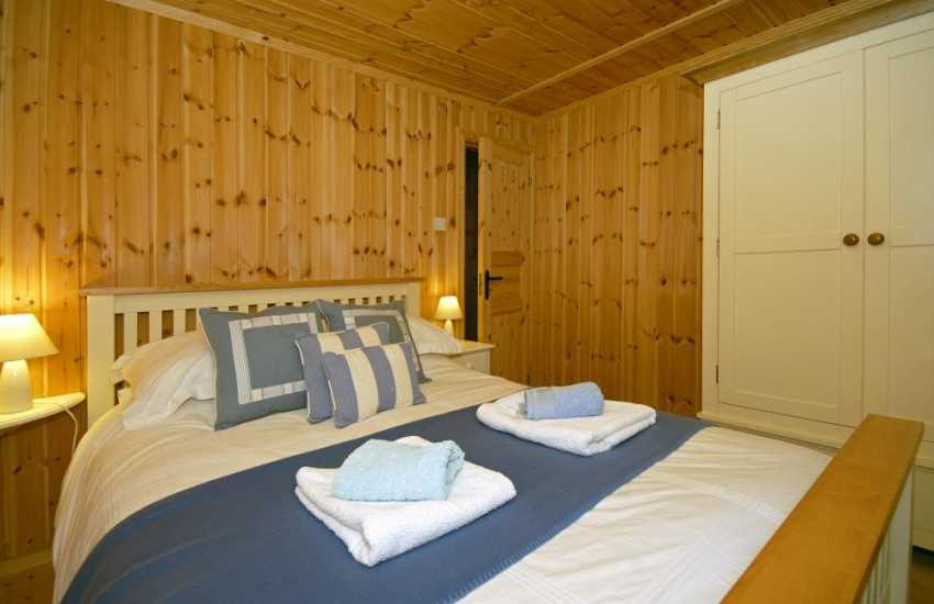 Newport log cabin sleeps 4 - double