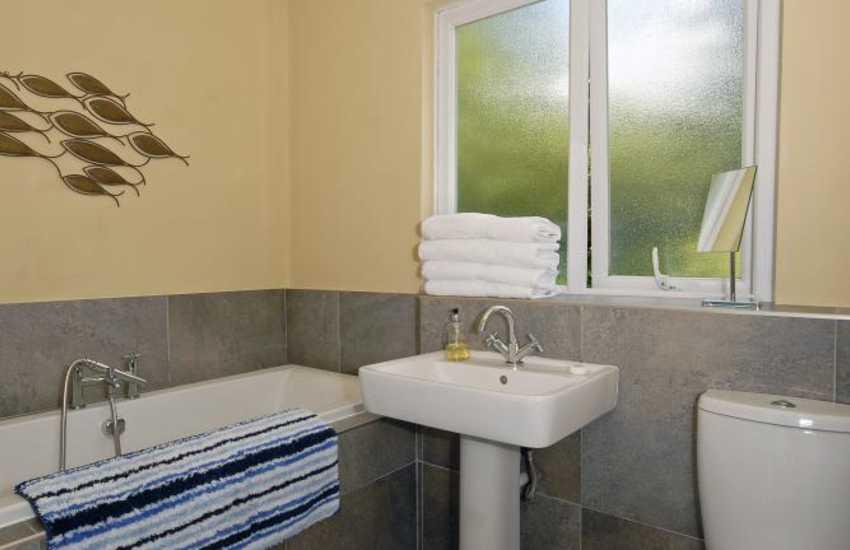 Nolton Haven holiday home - family bathroom