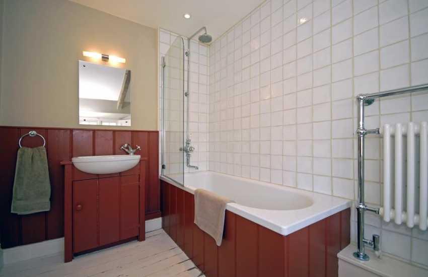 St Davids holiday home - family bathroom