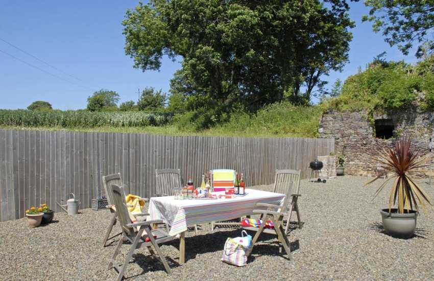 South Pembrokeshire holiday house with sheltered rear garden- pets welcome
