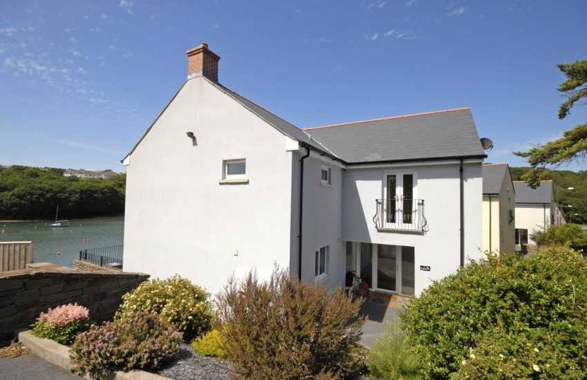 Pembrokeshire holiday home sleeps 6