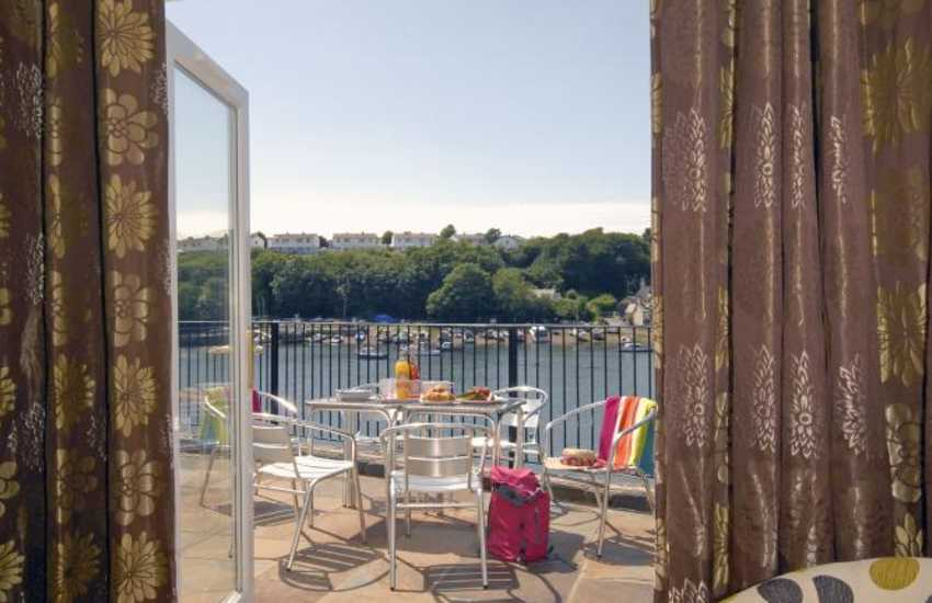 Modern holiday home South Pembrokeshire overlooking Castle Pill