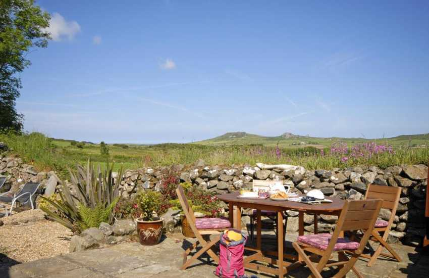 Secluded Pembrokeshire holiday cottage with panoramic views to Garn Fawr