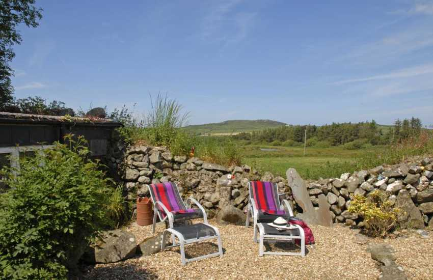 Strumble Head secluded cottage - private garden and dogs welcome