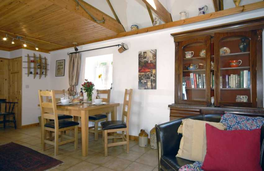 Pembrokeshire National Park holiday cottage - open plan dining area