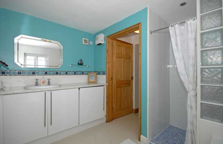 North Pembrokeshire holiday home - family bathroom with seperate shower