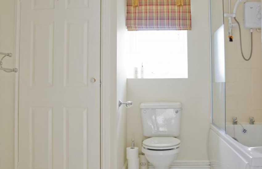 Cowbridge holiday home - family bathroom