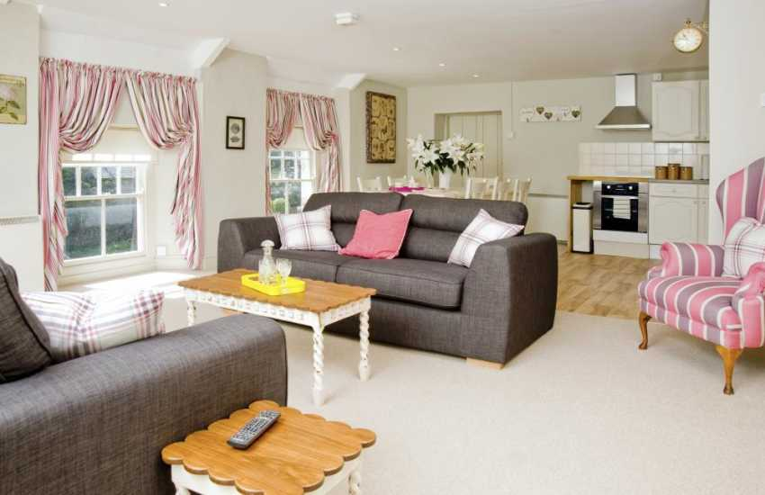 Vale of Glamorgan Cowbridge self catering apartment - WiFi and open plan living room