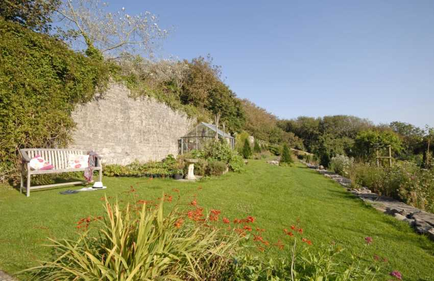 Pet friendly holiday cottage near Dunraven Beach - gardens