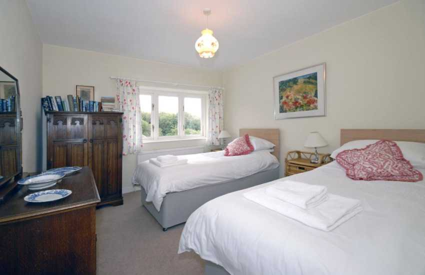 Southerndown holiday farmhouse sleeps 8 - twin with garden views