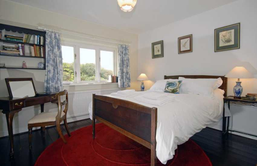 Cardiff coastal holiday home sleeps 8 - double with garden views