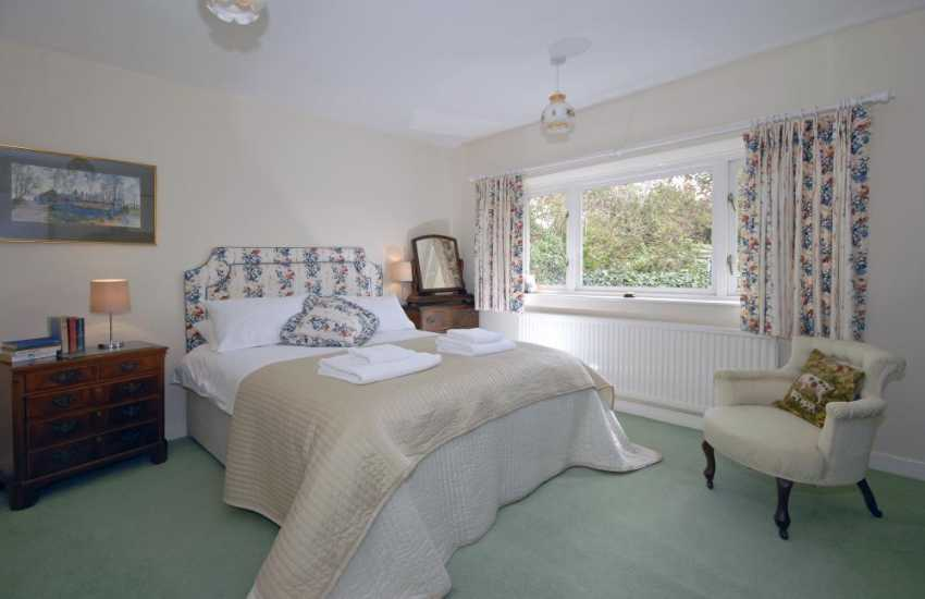 Glamorgan Heritage Coast holiday cottage - double with garden views