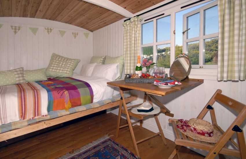 Glamorgan Heritage Coast shepherds hut sleeps 2