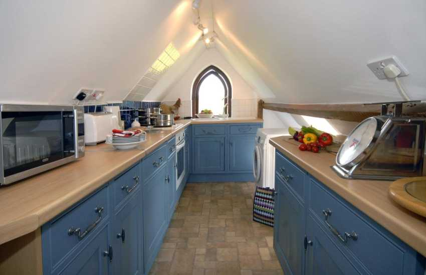 Self catering cottage Dunraven Beach - galley style kitchen