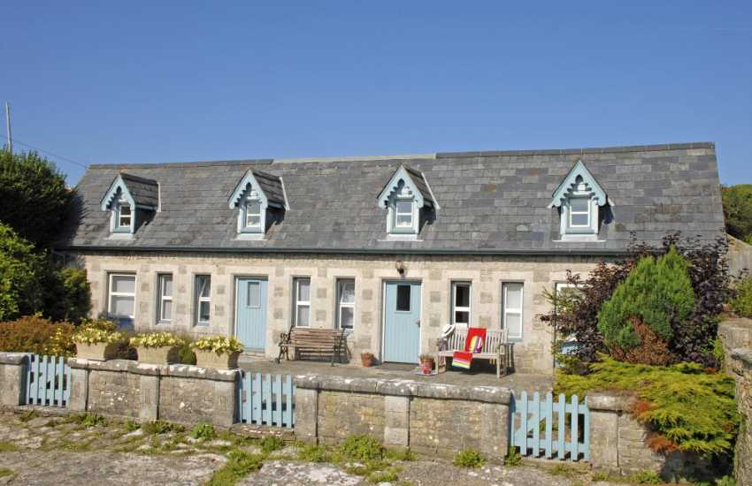 Glamorgan Heritage Coast holiday cottage with large gardens - pets welcome