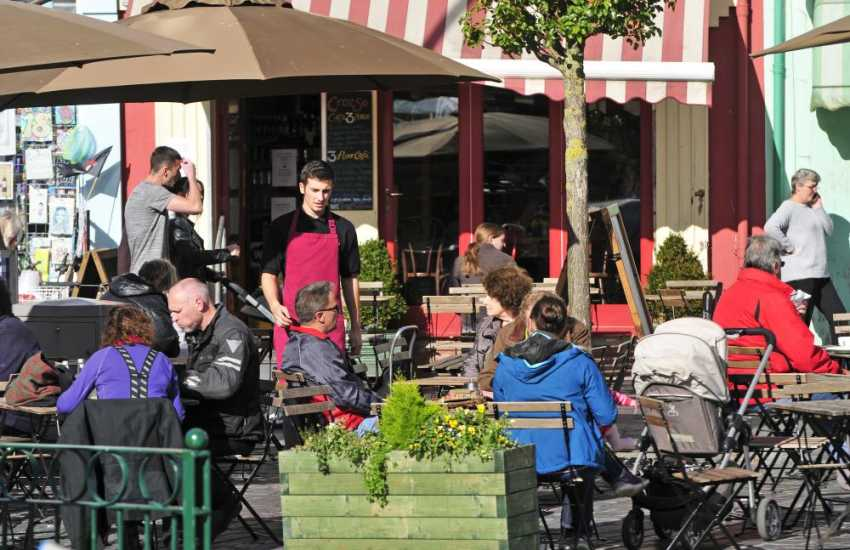 Caernarfon town centre cafes and shops