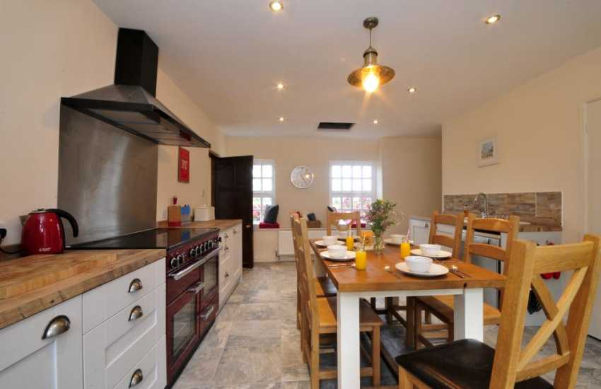 Pet friendly Anglesey holiday house - kitchen