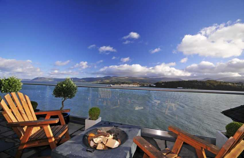 Menai Strait holiday cottage - balcony
