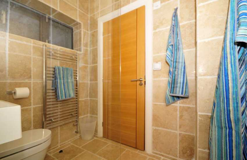 Luxury holiday house north Wales - cloakroom