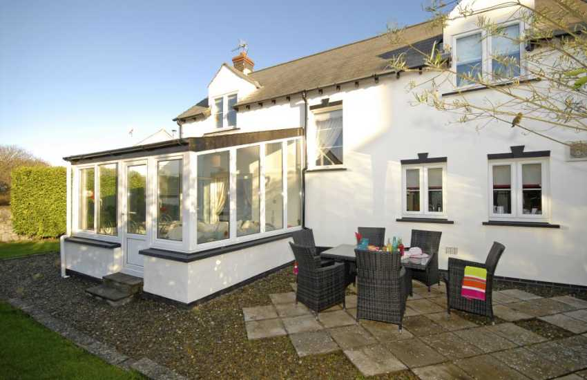 Bosherston Lilly Pond holiday cottage - enclosed rear gardens
