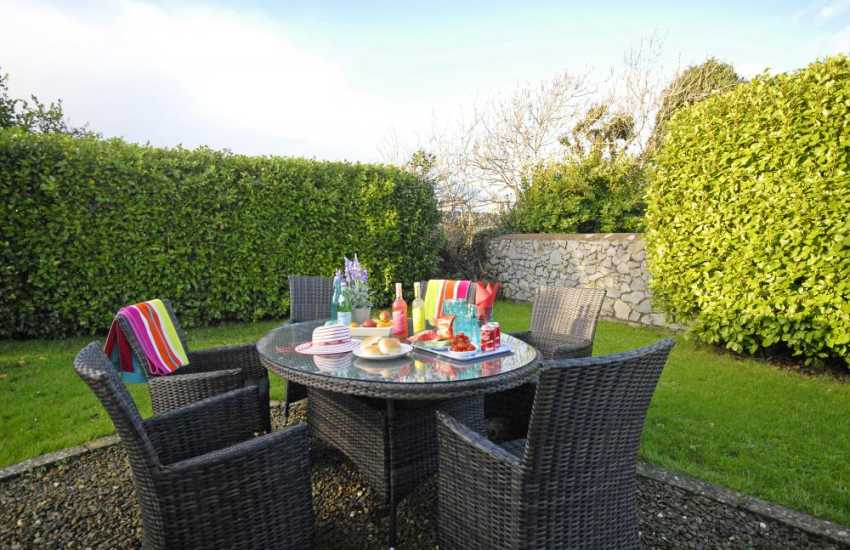 Lilly Ponds Pembrokeshire holiday cottage - enclosed garden pets welcome