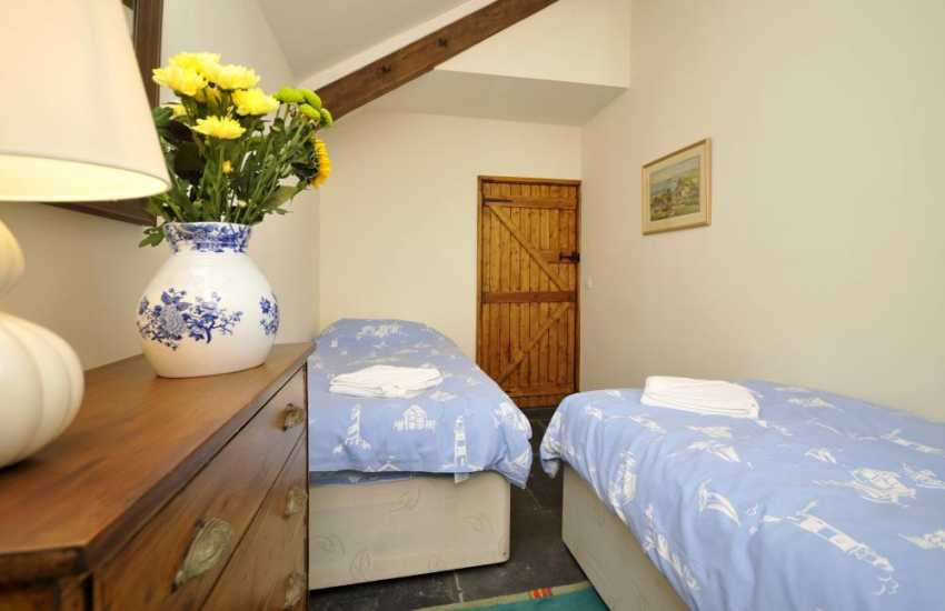 Snowdonia holiday cottage with views - bedroom