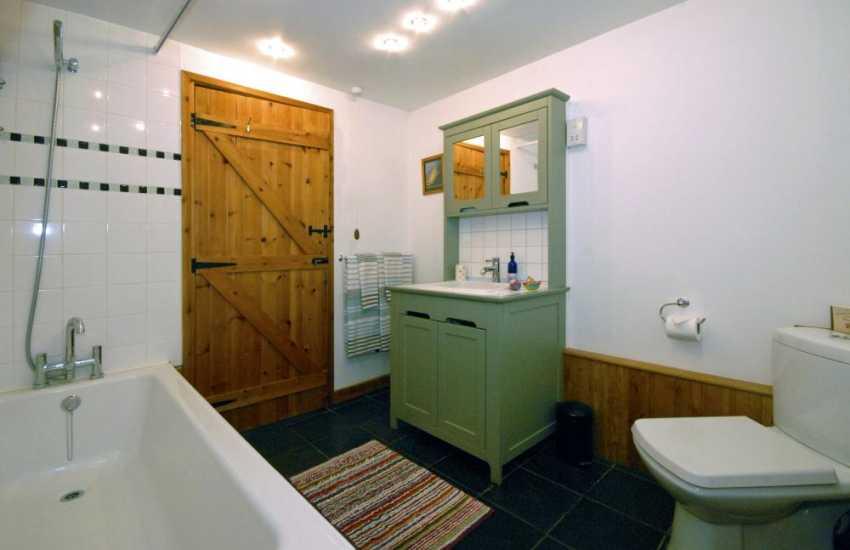 Carmarthenshire holiday cottage - luxury bathroom with under floor heating