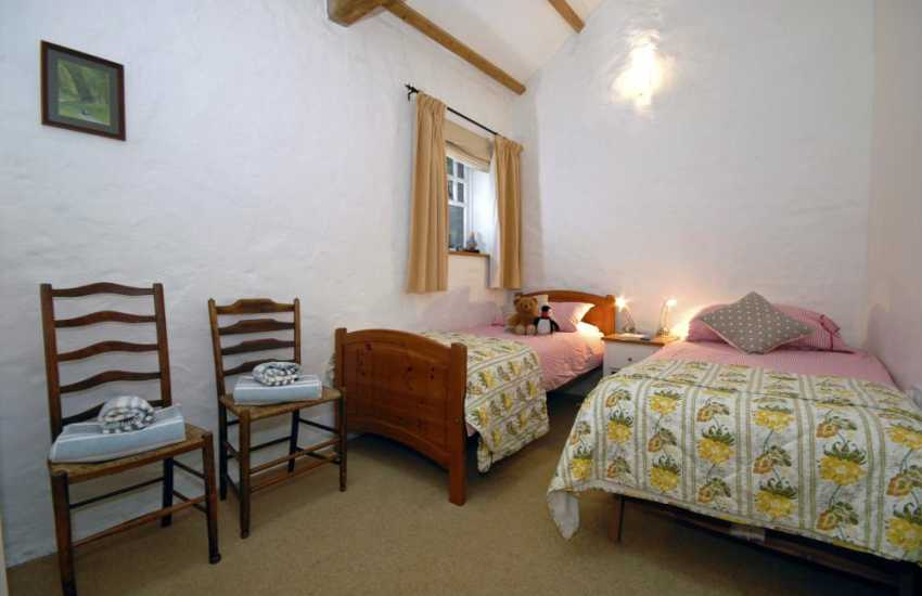 Laugharne holiday cottage sleeping 4 - twin