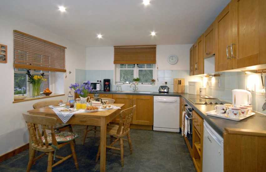 Self-catering Laugharne - fully equipped country style kitchen