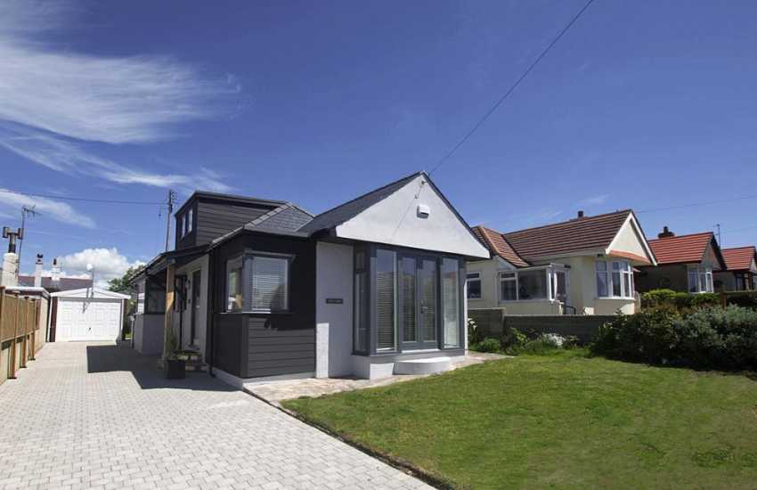 Rhosneigr holiday cottage sleeps 6