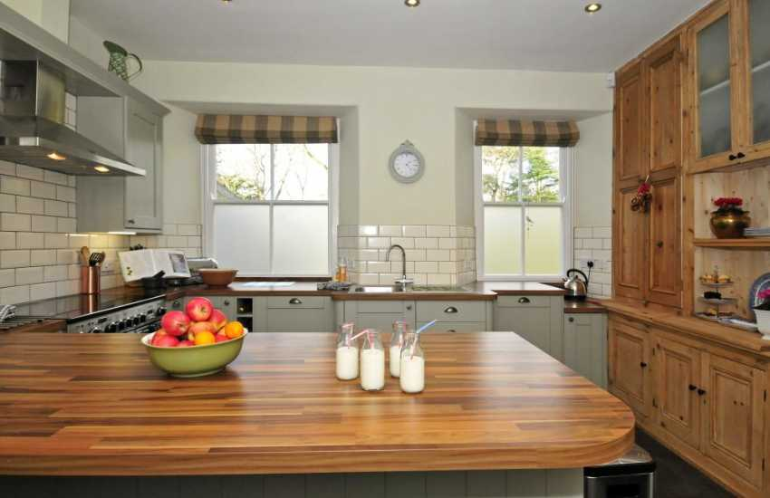 Coastal holiday house Wales - kitchen