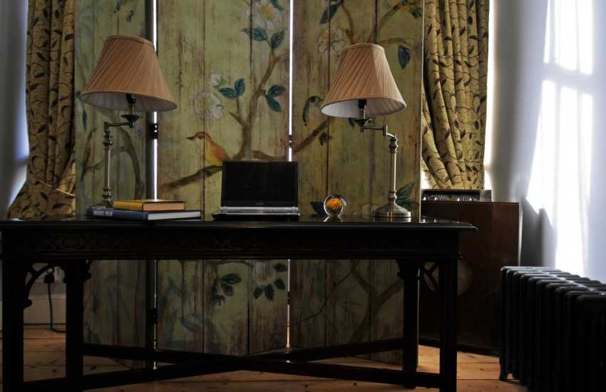 Snowdonia luxury holiday house - desk