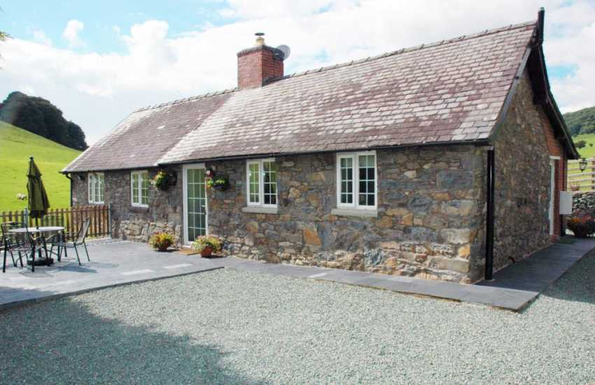Isolated holiday cottage set in rolling countryside