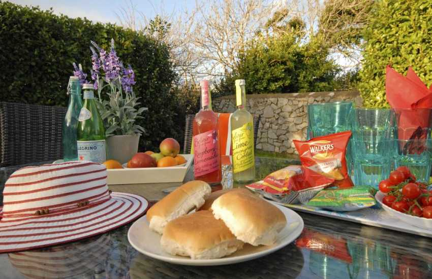 Relax with friends and family at Ty Ceirios, Bosherston holiday cottage